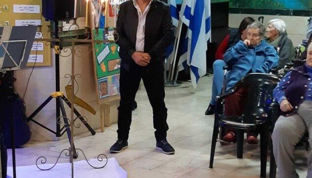 מסיבת חנוכה במרכז סיעוד מרגוע עם סגן ראש עירית חיפה לזר קפלון